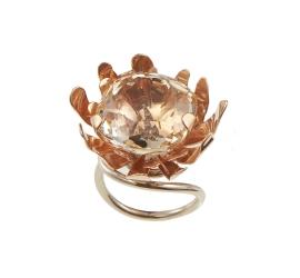E por que não também o anel Kirsten de ouro rosa e nobre com cristal de rocha?!!
