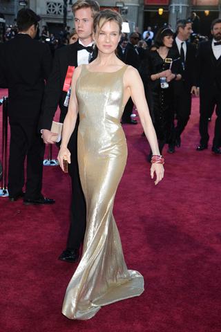Renée Zellweger em Carolina Herrera sempre com um corpo em super forma!